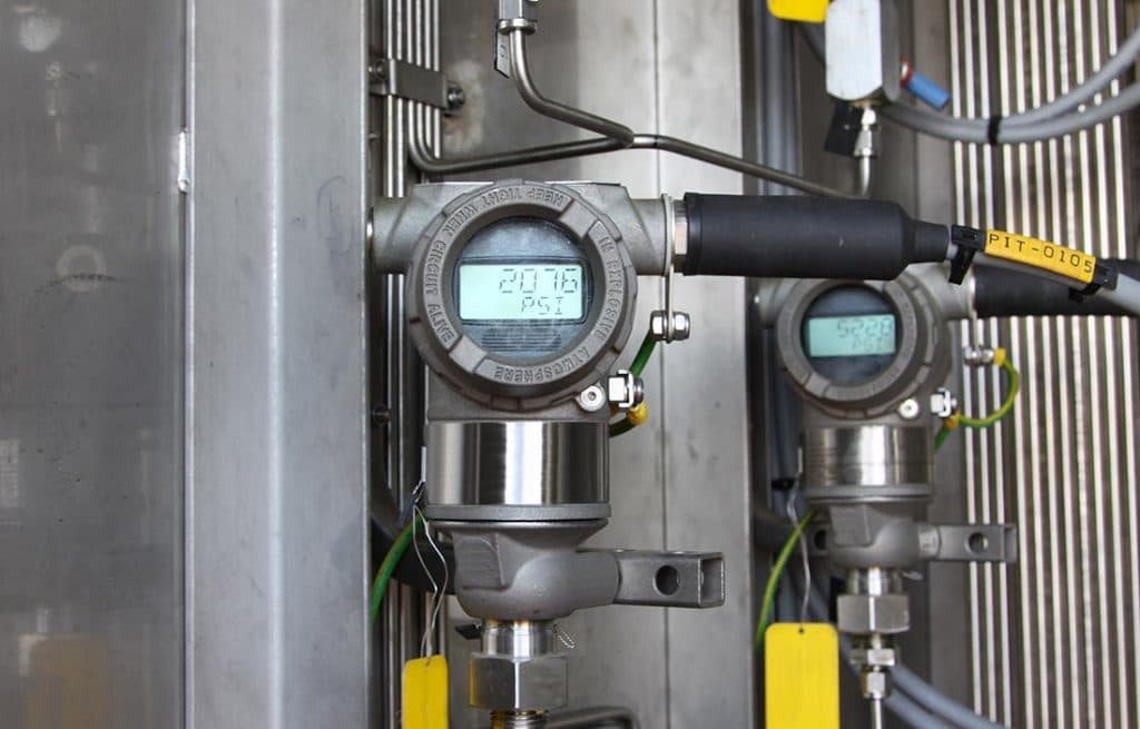 Druckmess-Sensorik mit Direktanzeige. Wir Liefern Sensortechnik für Industrieanwendengen.